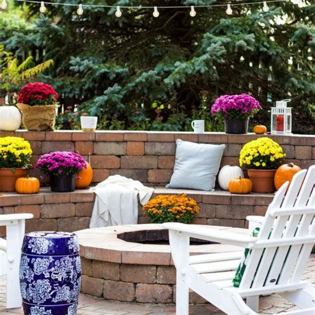 Easy And Creative Fall Decoration For Your Backyard 17
