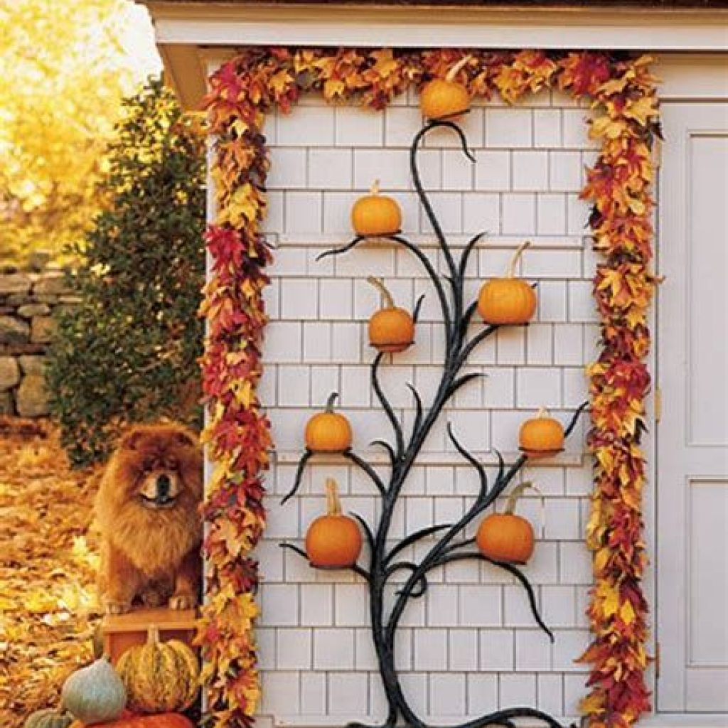 Easy And Creative Fall Decoration For Your Backyard 18