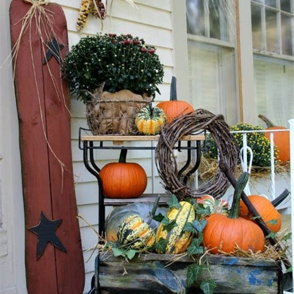Easy And Creative Fall Decoration For Your Backyard 19