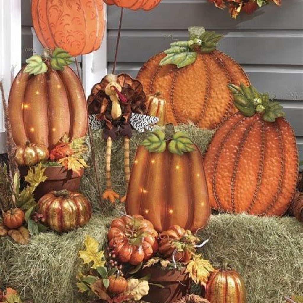 Easy And Creative Fall Decoration For Your Backyard 21
