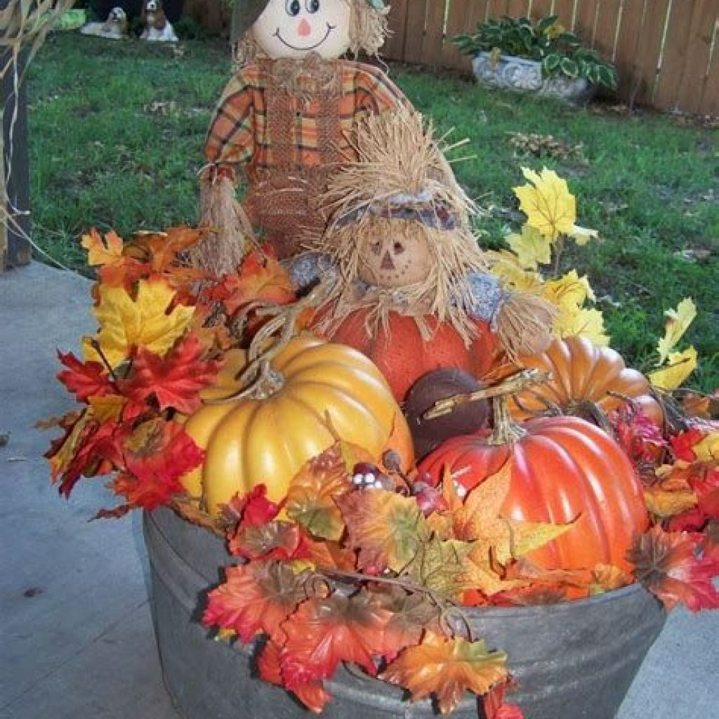 Easy And Creative Fall Decoration For Your Backyard 23