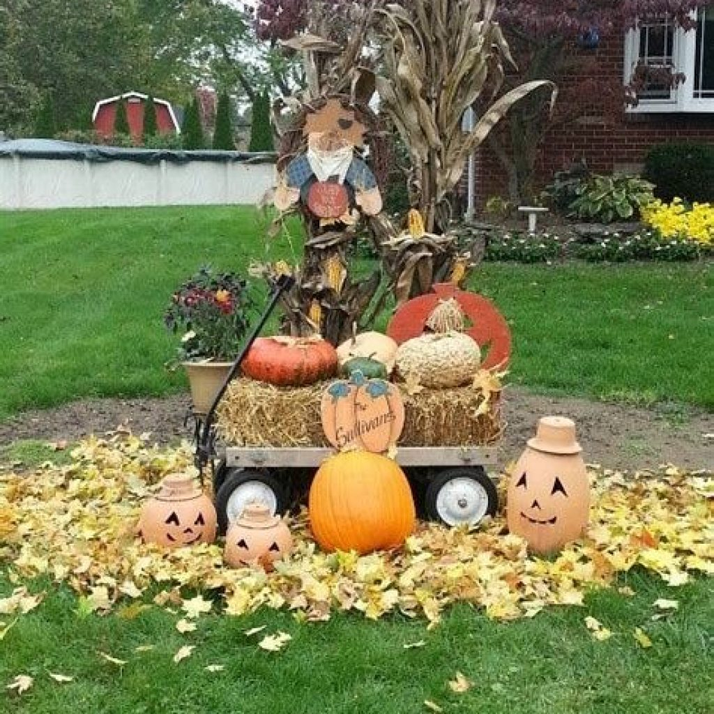 Easy And Creative Fall Decoration For Your Backyard 25