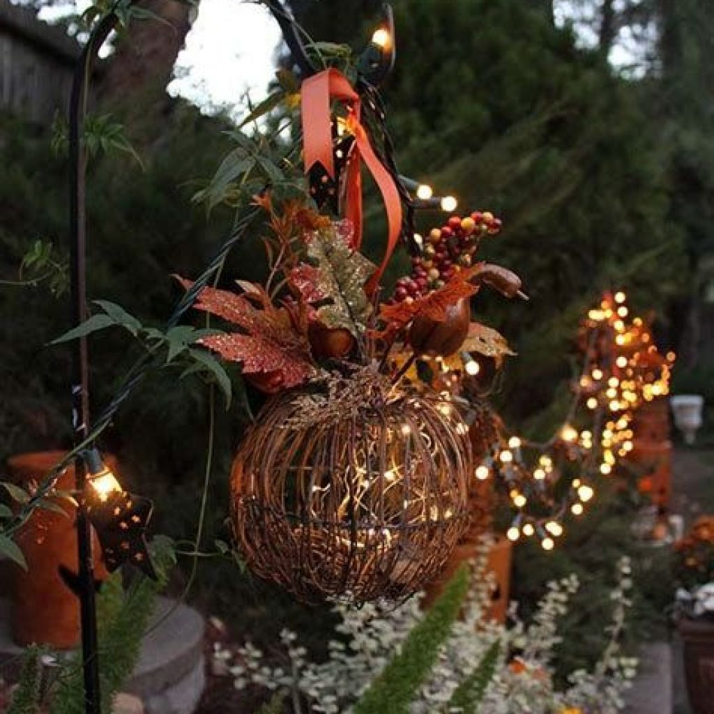 Easy And Creative Fall Decoration For Your Backyard 28
