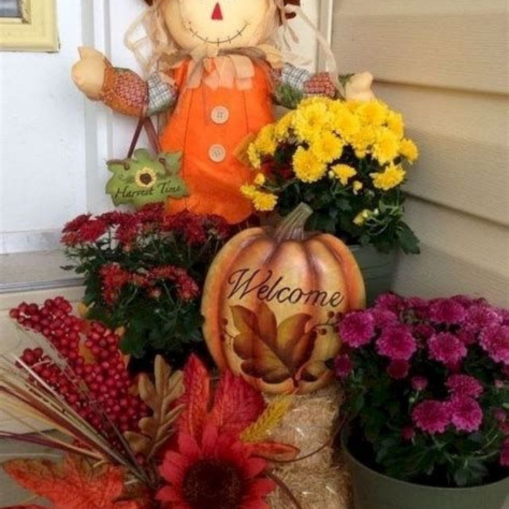 Easy And Creative Fall Decoration For Your Backyard 30