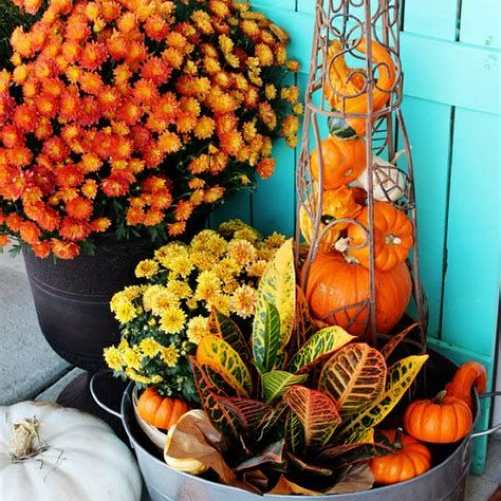 Easy And Creative Fall Decoration For Your Backyard 33