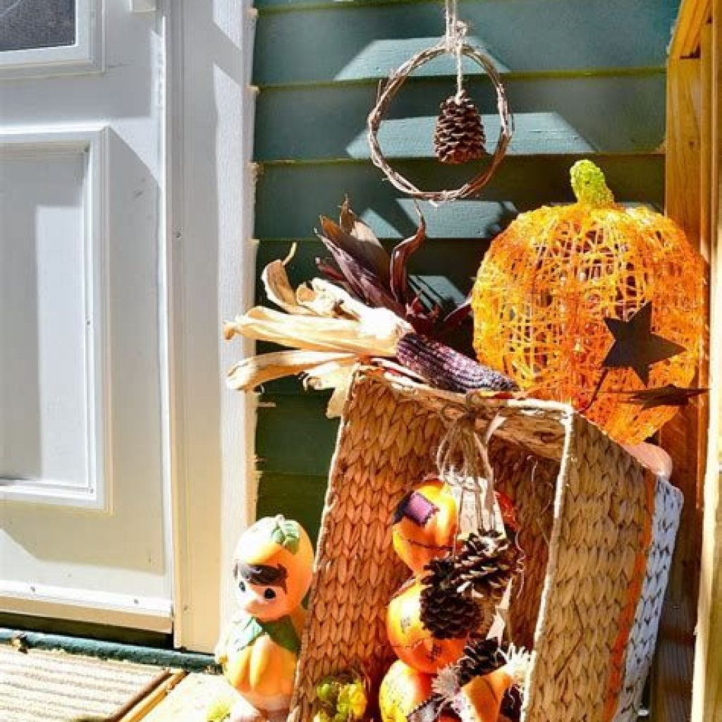 Easy And Creative Fall Decoration For Your Backyard 34