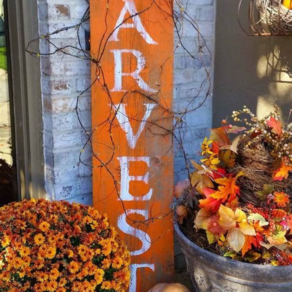 Easy And Creative Fall Decoration For Your Backyard 42