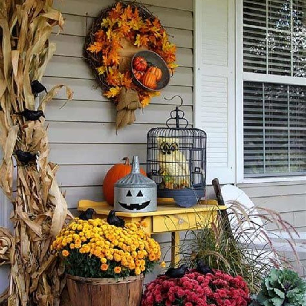 Easy And Creative Fall Decoration For Your Backyard 43