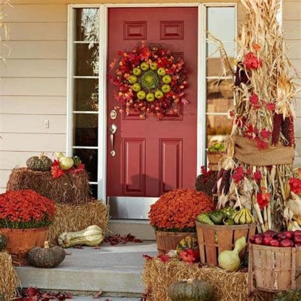 Fabulous Fall Decoration For Your Front Terrace 01