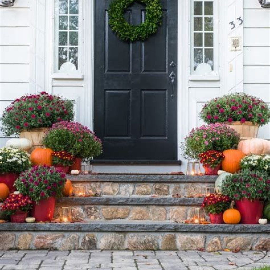 Fabulous Fall Decoration For Your Front Terrace 03