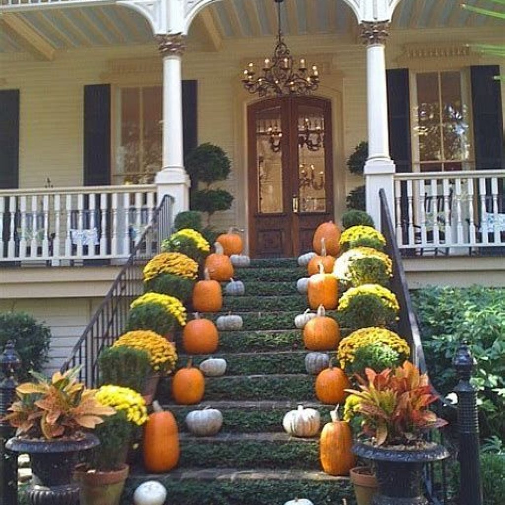 Fabulous Fall Decoration For Your Front Terrace 04