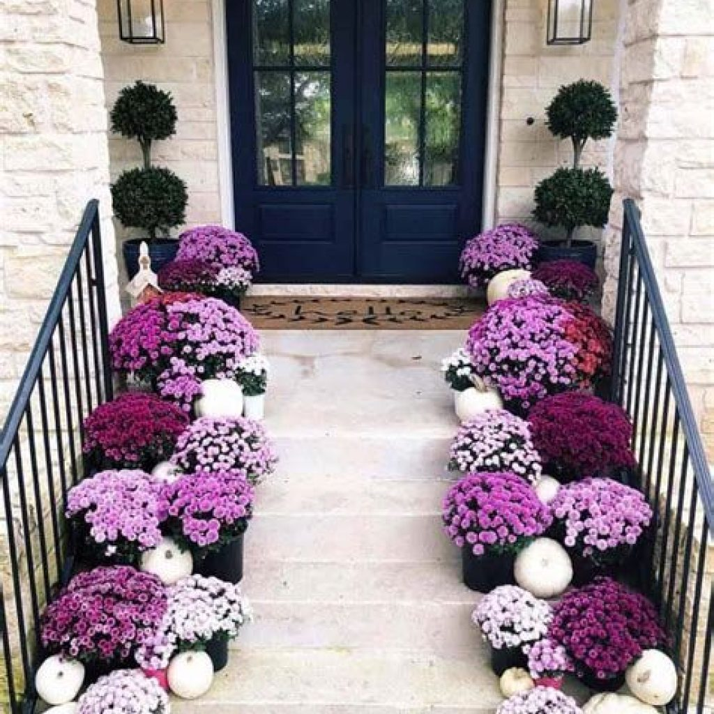 Fabulous Fall Decoration For Your Front Terrace 05