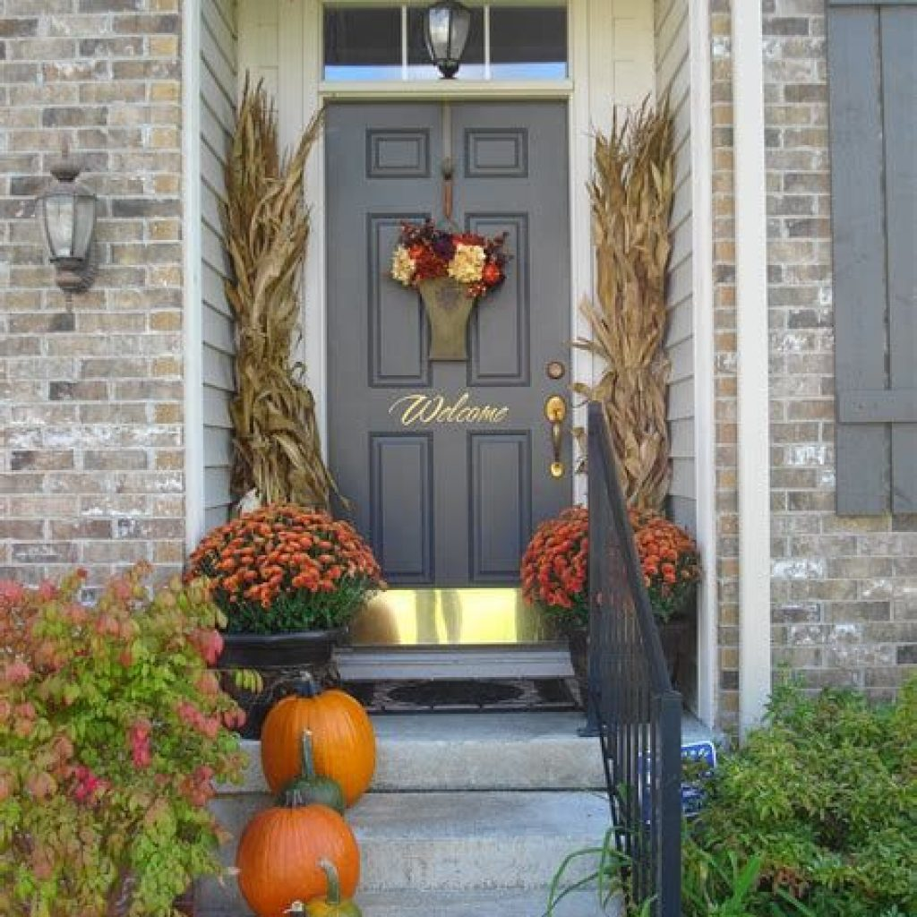 Fabulous Fall Decoration For Your Front Terrace 09