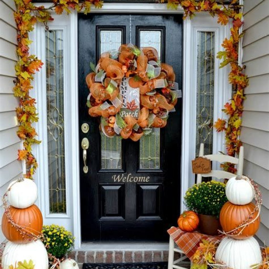 Fabulous Fall Decoration For Your Front Terrace 11