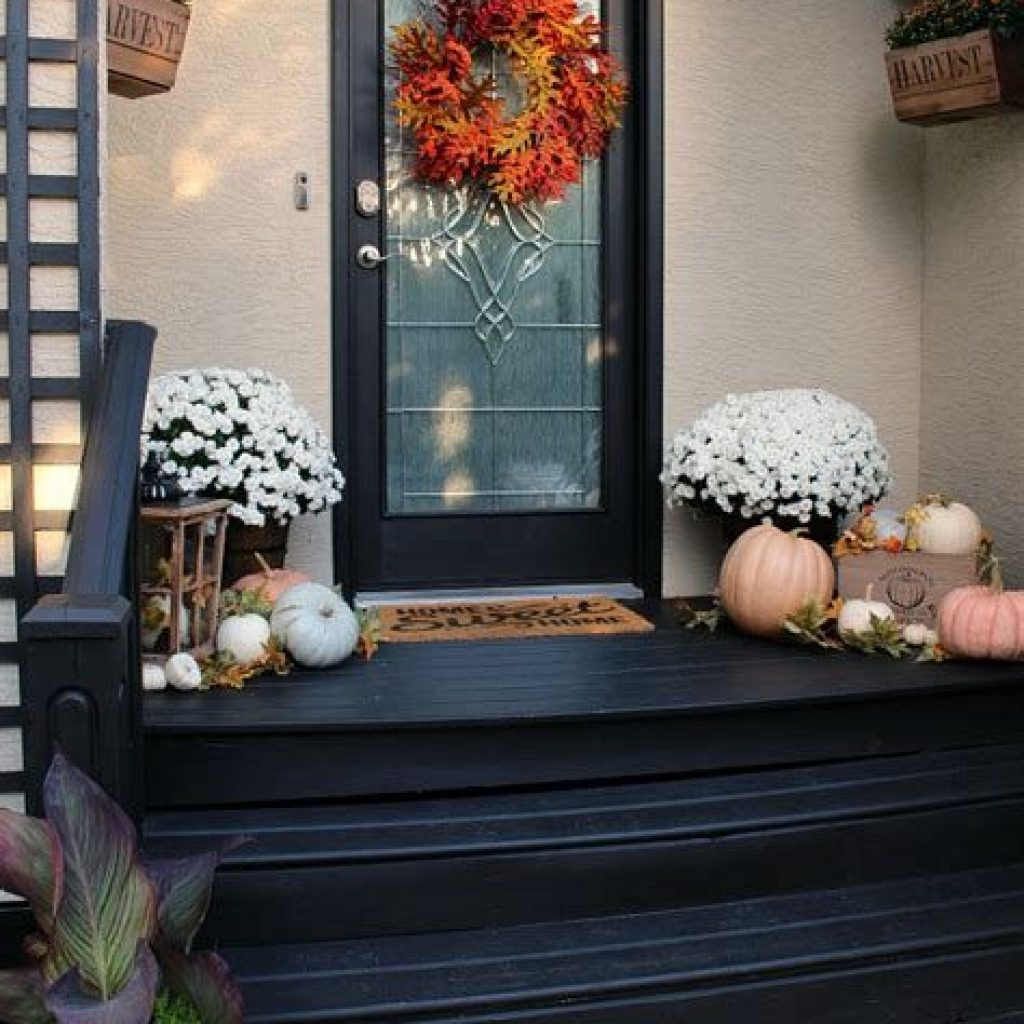 Fabulous Fall Decoration For Your Front Terrace 12