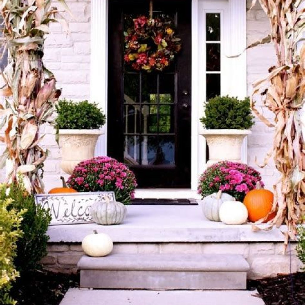 Fabulous Fall Decoration For Your Front Terrace 13