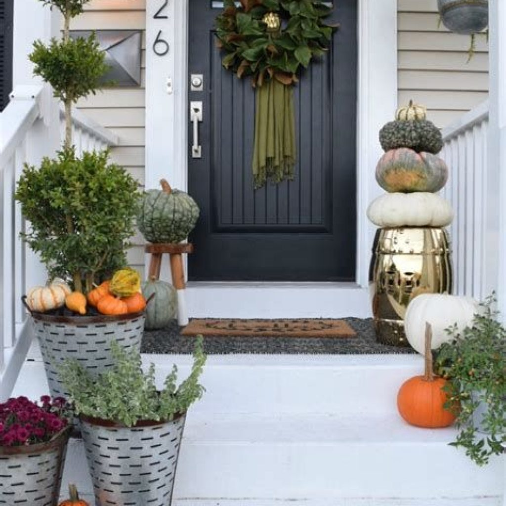 Fabulous Fall Decoration For Your Front Terrace 14