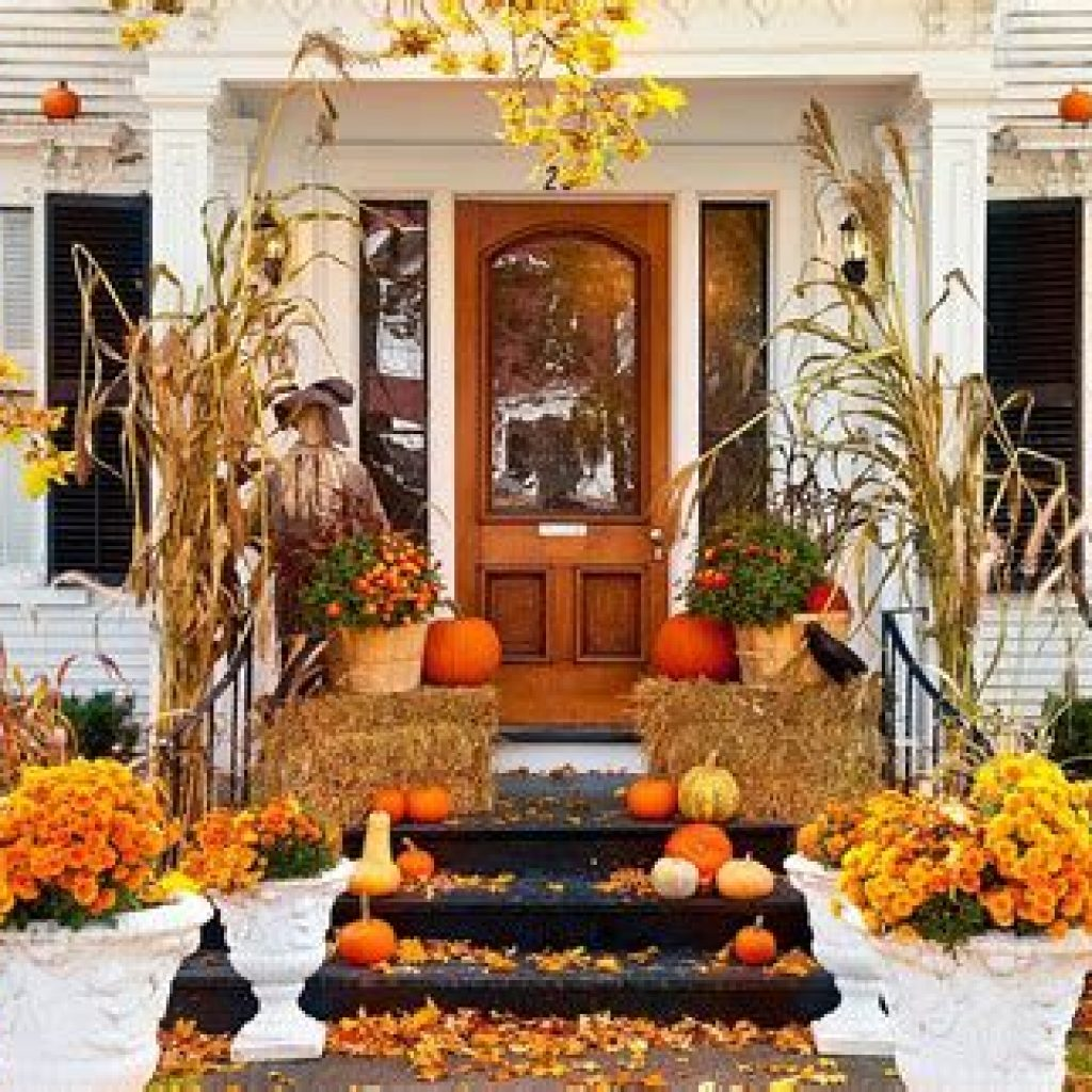 Fabulous Fall Decoration For Your Front Terrace 16