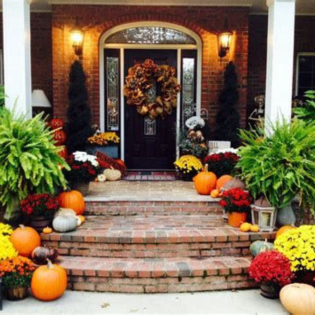 Fabulous Fall Decoration For Your Front Terrace 21