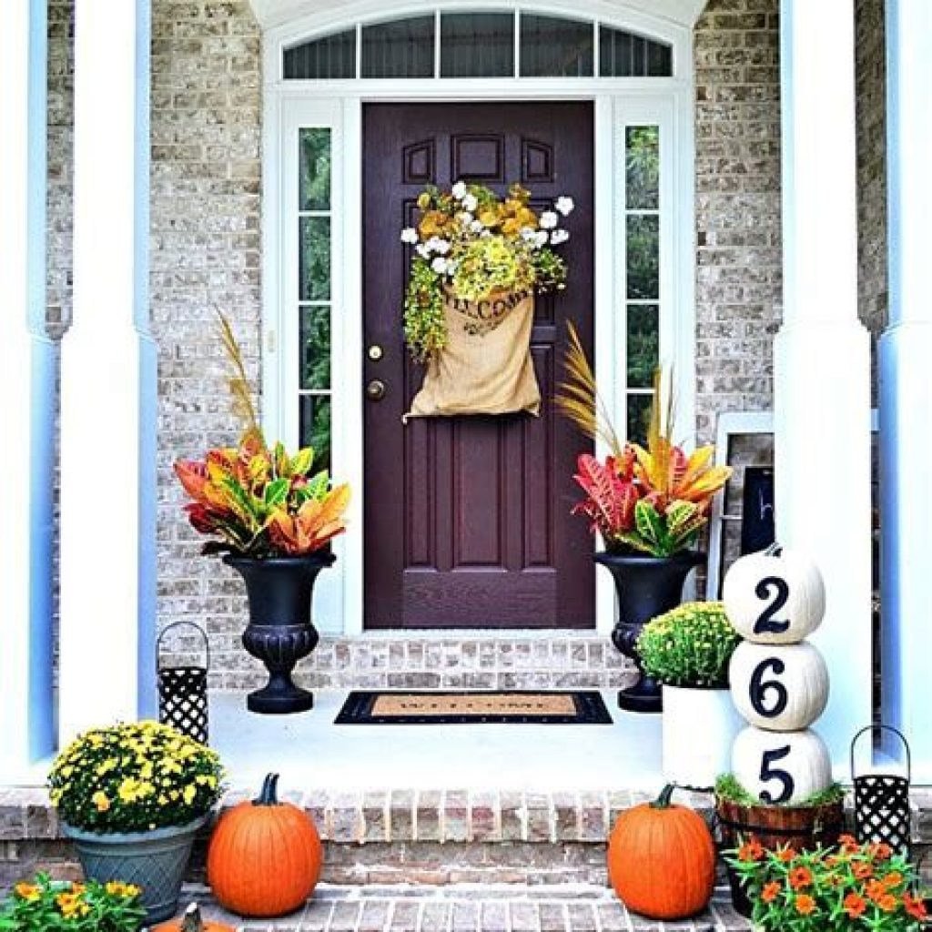 Fabulous Fall Decoration For Your Front Terrace 23