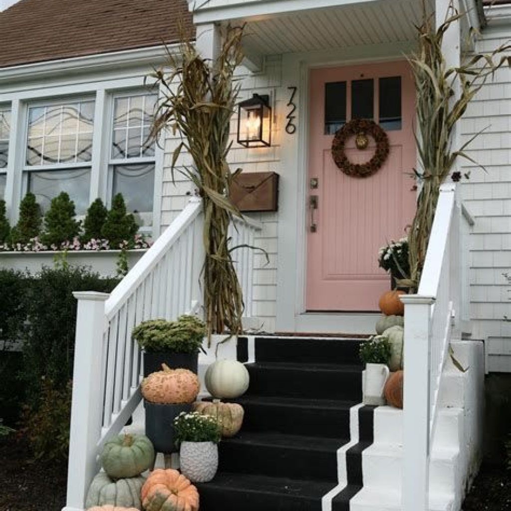 Fabulous Fall Decoration For Your Front Terrace 25