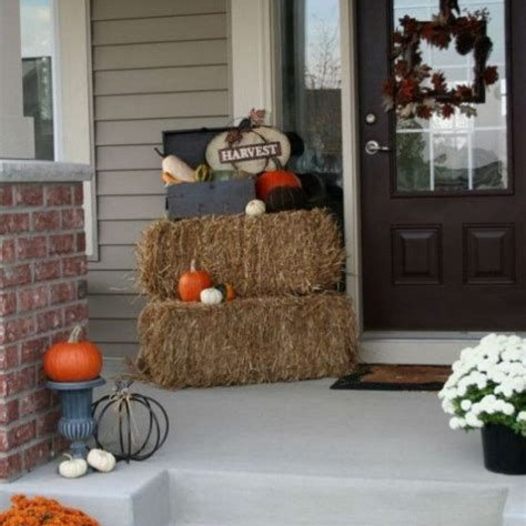 Fabulous Fall Decoration For Your Front Terrace 26