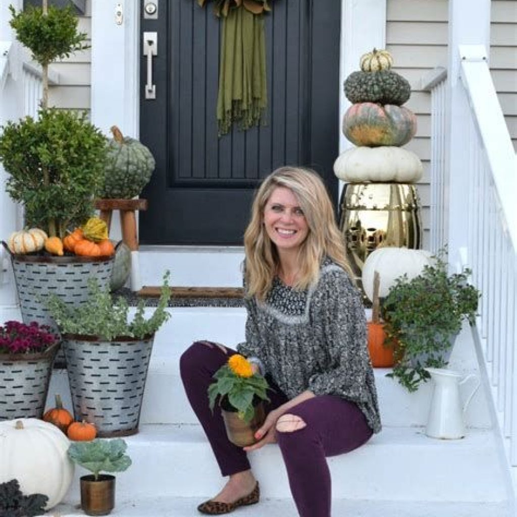 Fabulous Fall Decoration For Your Front Terrace 27