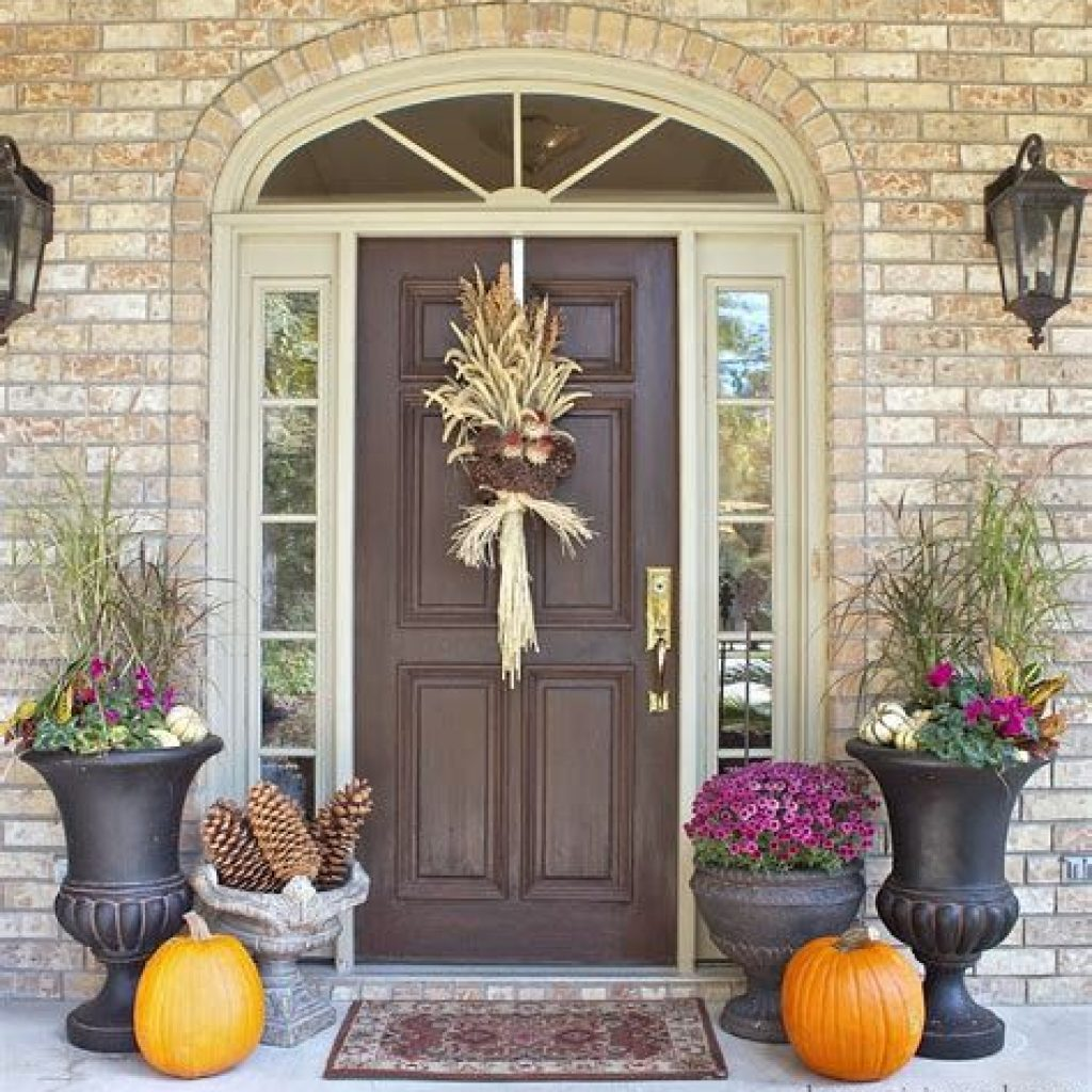 Fabulous Fall Decoration For Your Front Terrace 28