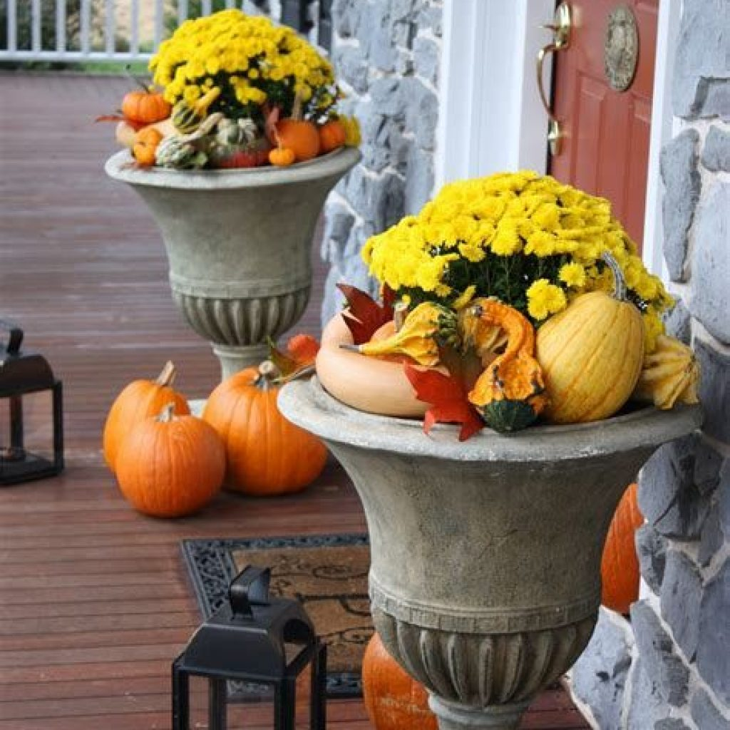Fabulous Fall Decoration For Your Front Terrace 29