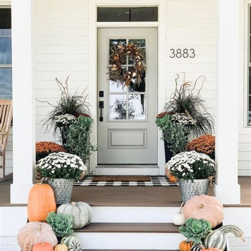 Fabulous Fall Decoration For Your Front Terrace 30