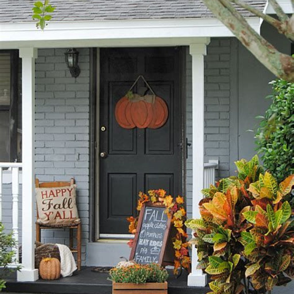 Fabulous Fall Decoration For Your Front Terrace 35