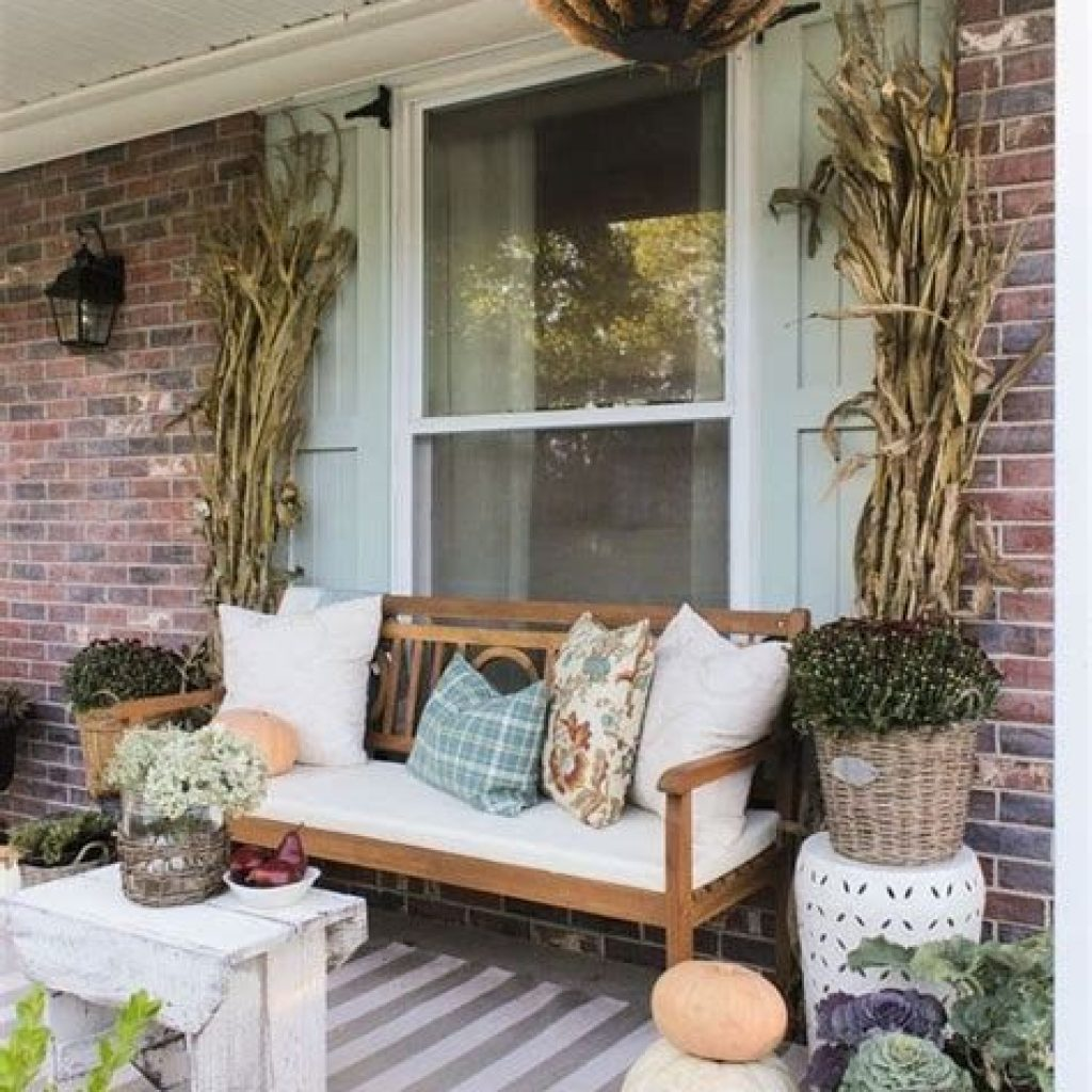 Fabulous Fall Decoration For Your Front Terrace 41