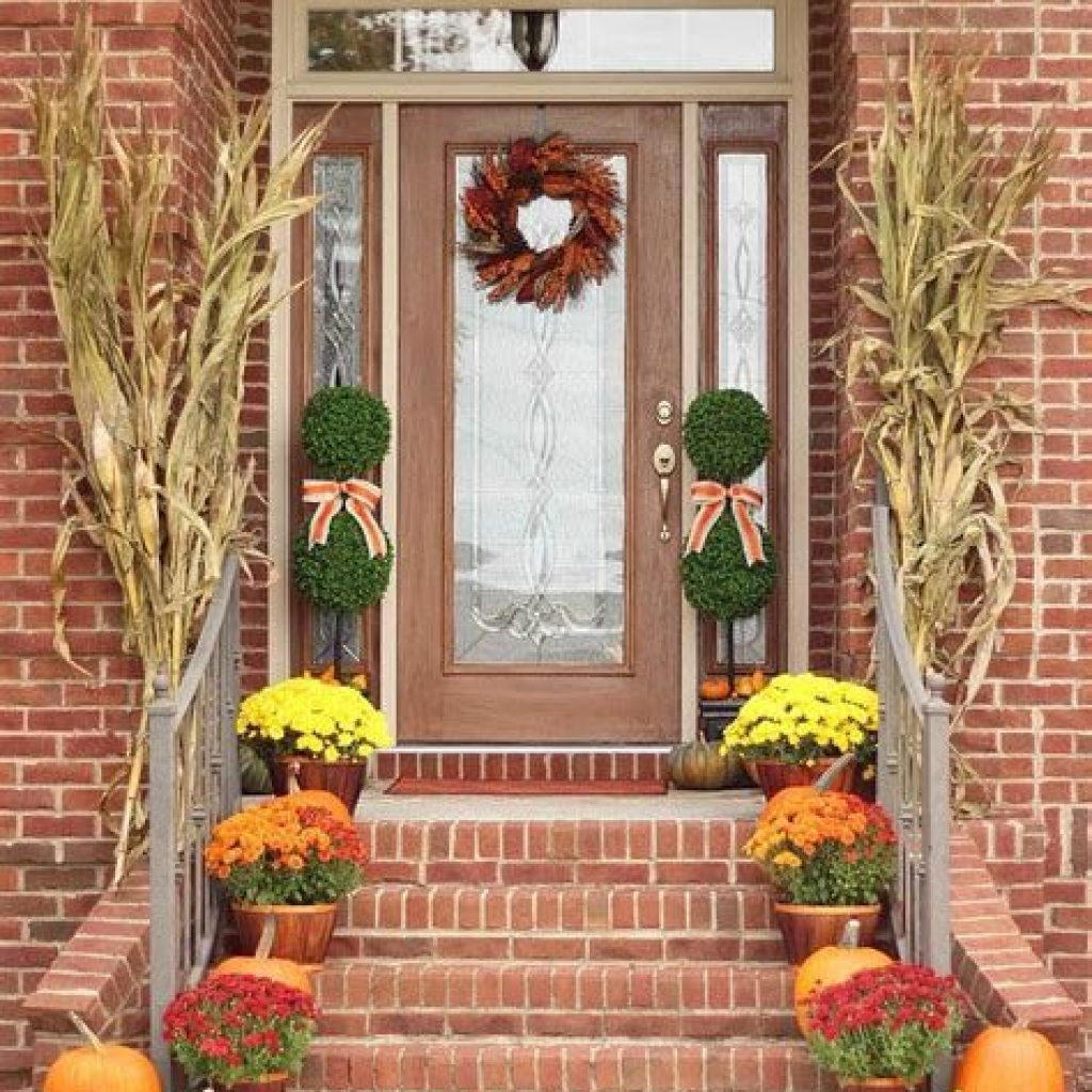 Fabulous Fall Decoration For Your Front Terrace 43