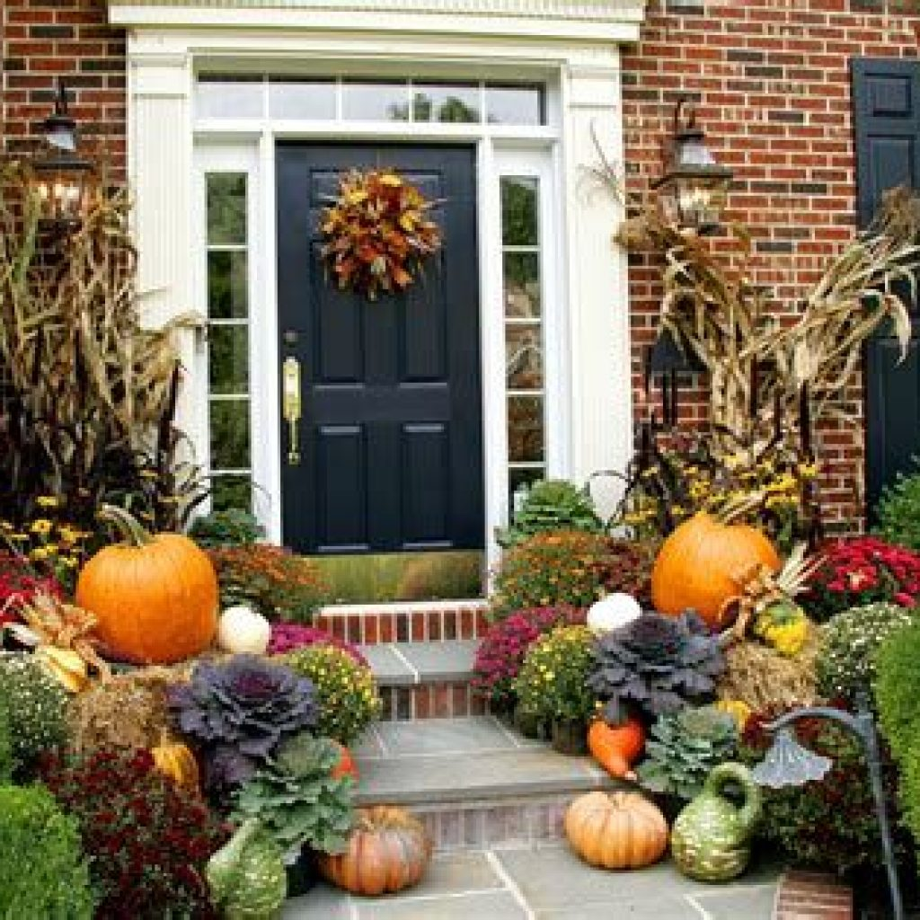 Fabulous Fall Decoration For Your Front Terrace 44
