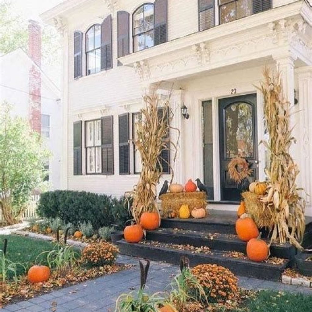 Incredible Fall Decoration For Your Front Yard On Budget 04