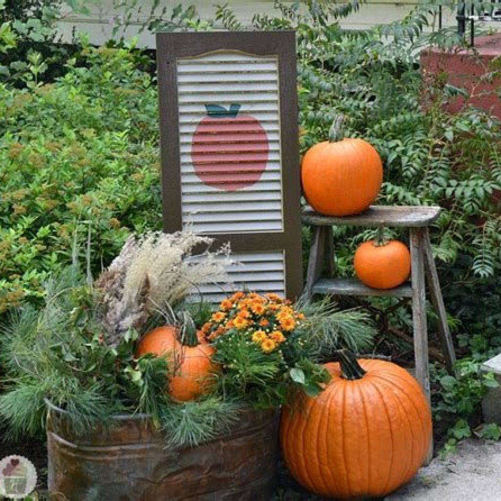 Incredible Fall Decoration For Your Front Yard On Budget 05
