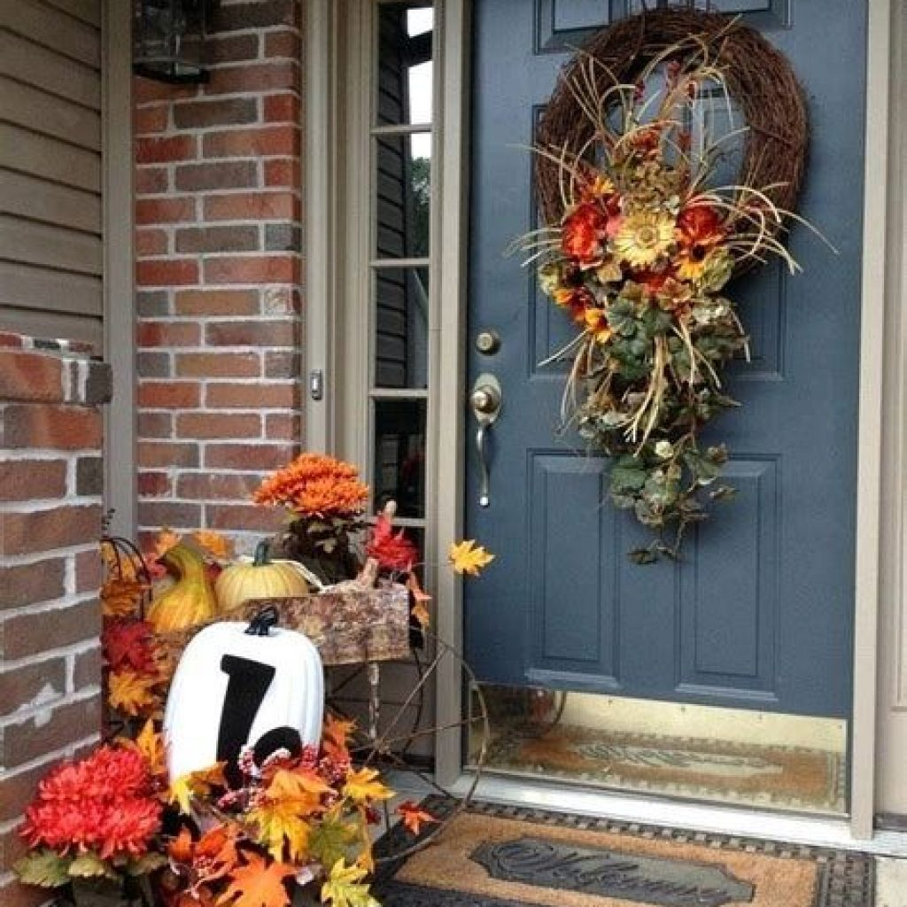 Incredible Fall Decoration For Your Front Yard On Budget 07