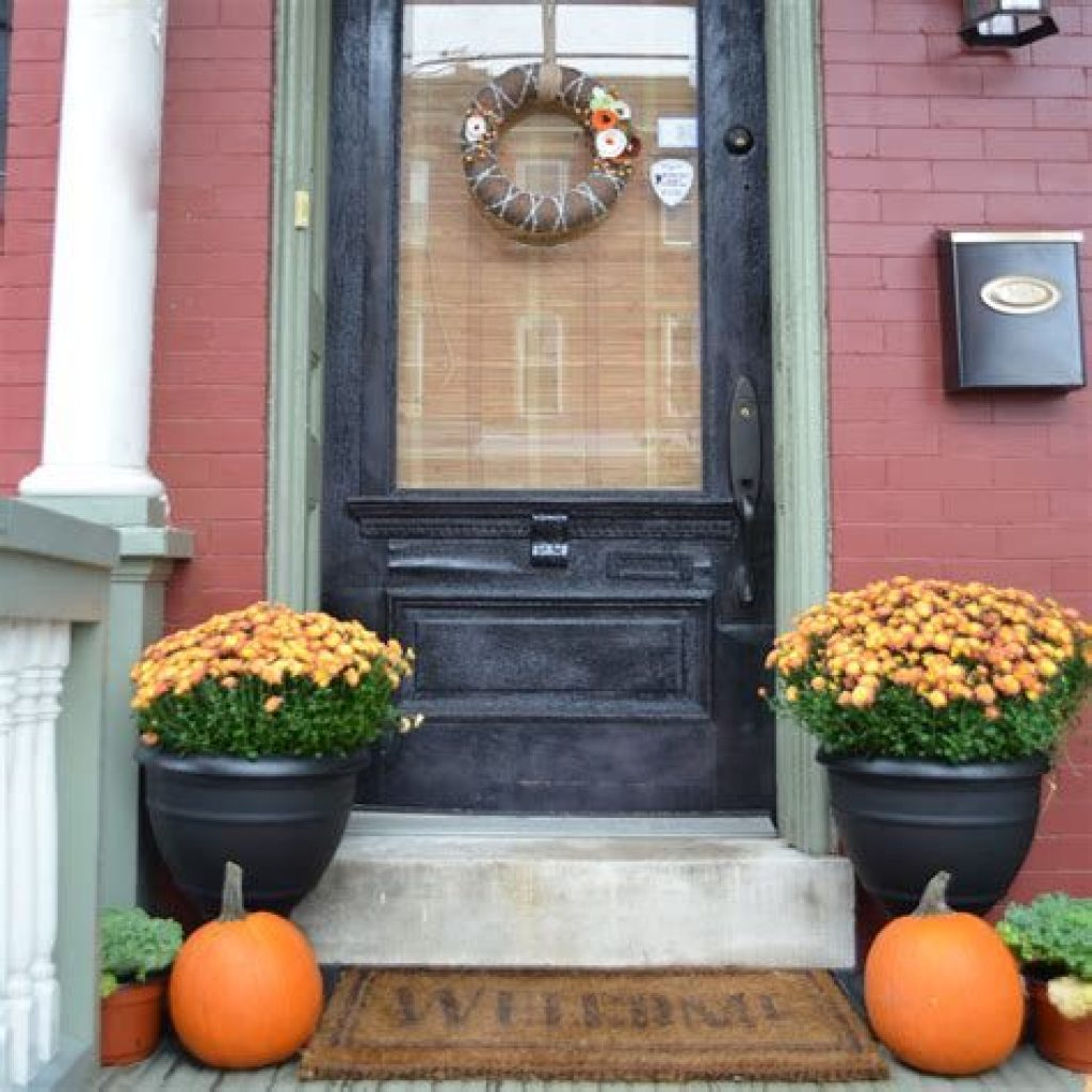 Incredible Fall Decoration For Your Front Yard On Budget 19
