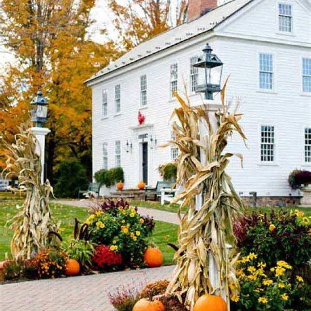 Incredible Fall Decoration For Your Front Yard On Budget 23