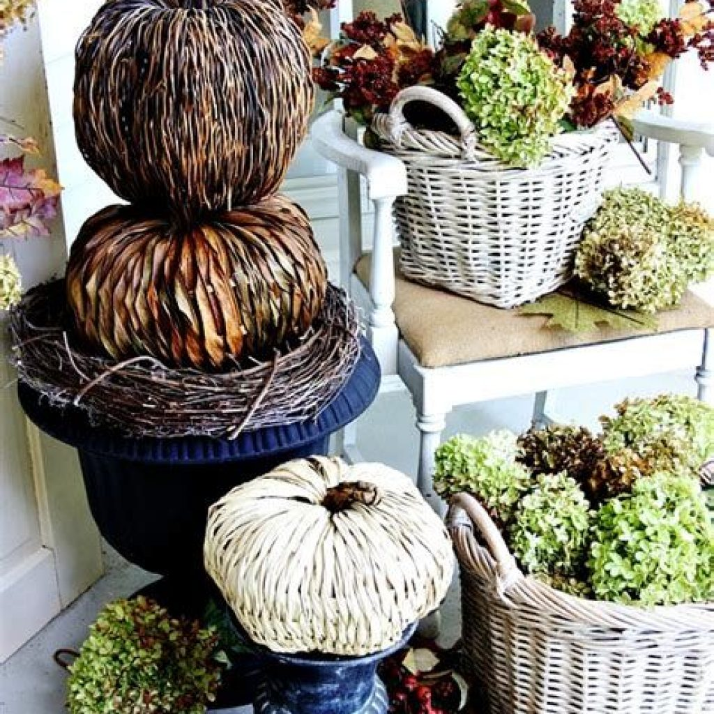 Incredible Fall Decoration For Your Front Yard On Budget 30