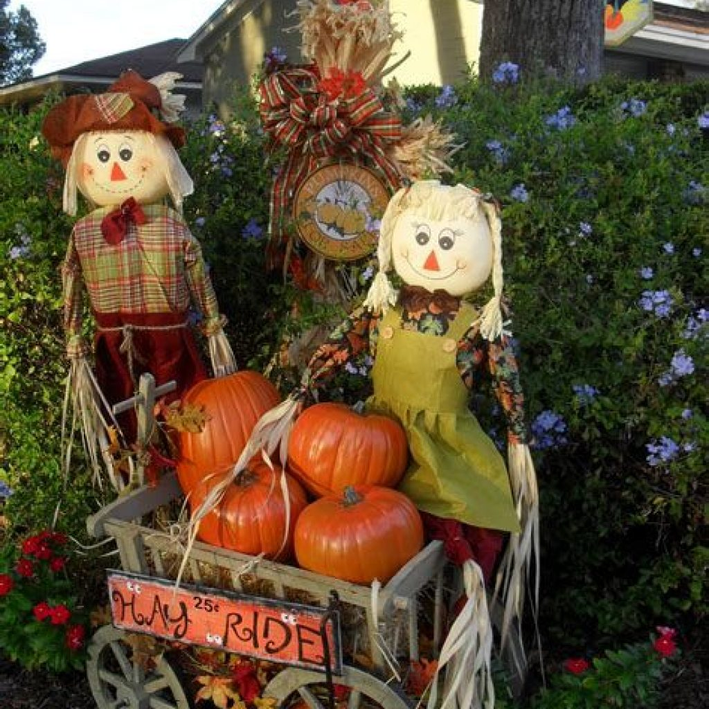 Incredible Fall Decoration For Your Front Yard On Budget 37