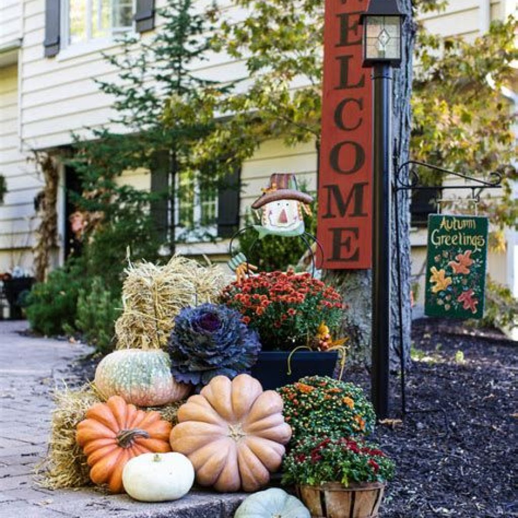 Incredible Fall Decoration For Your Front Yard On Budget 41