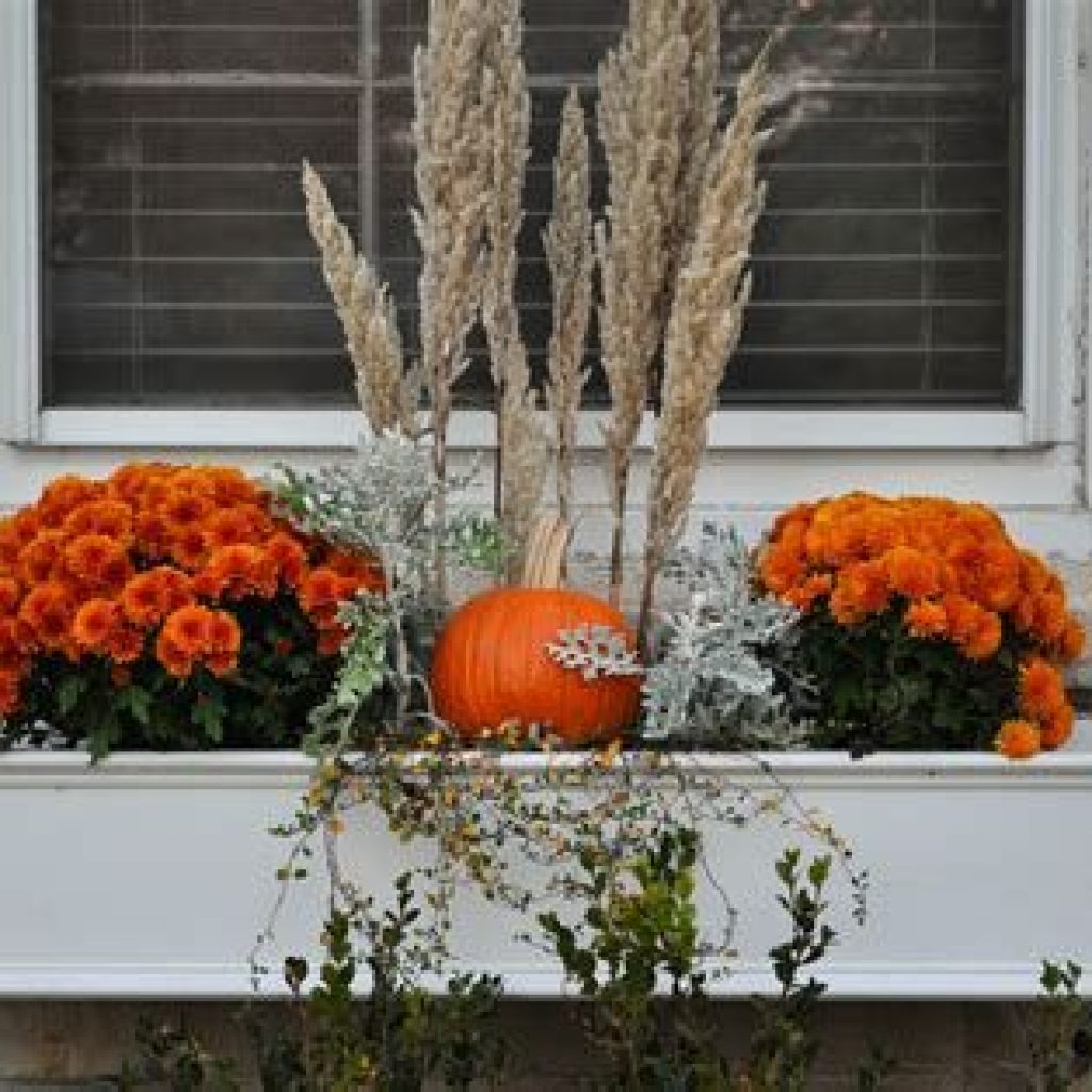 Simple But Beautiful Fall Decoration In The Front Yard 02