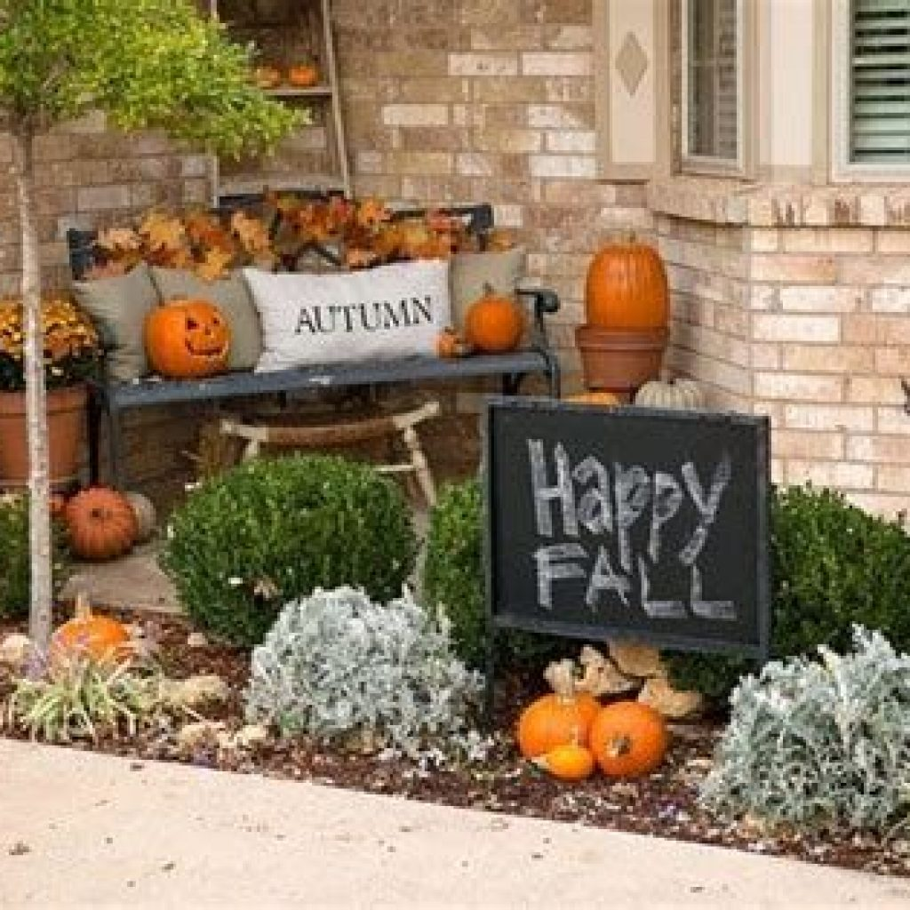 Simple But Beautiful Fall Decoration In The Front Yard 04