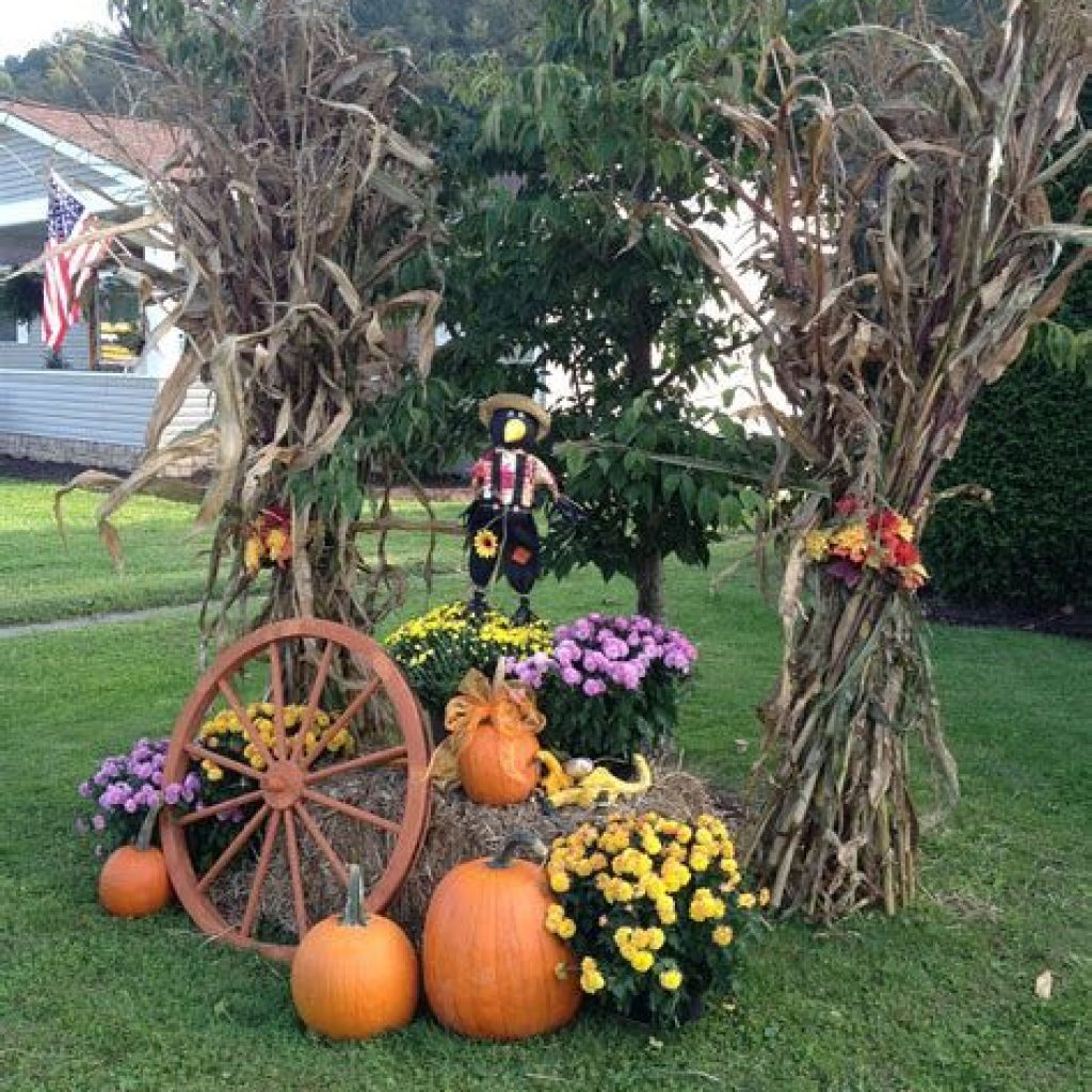 Simple But Beautiful Fall Decoration In The Front Yard 12