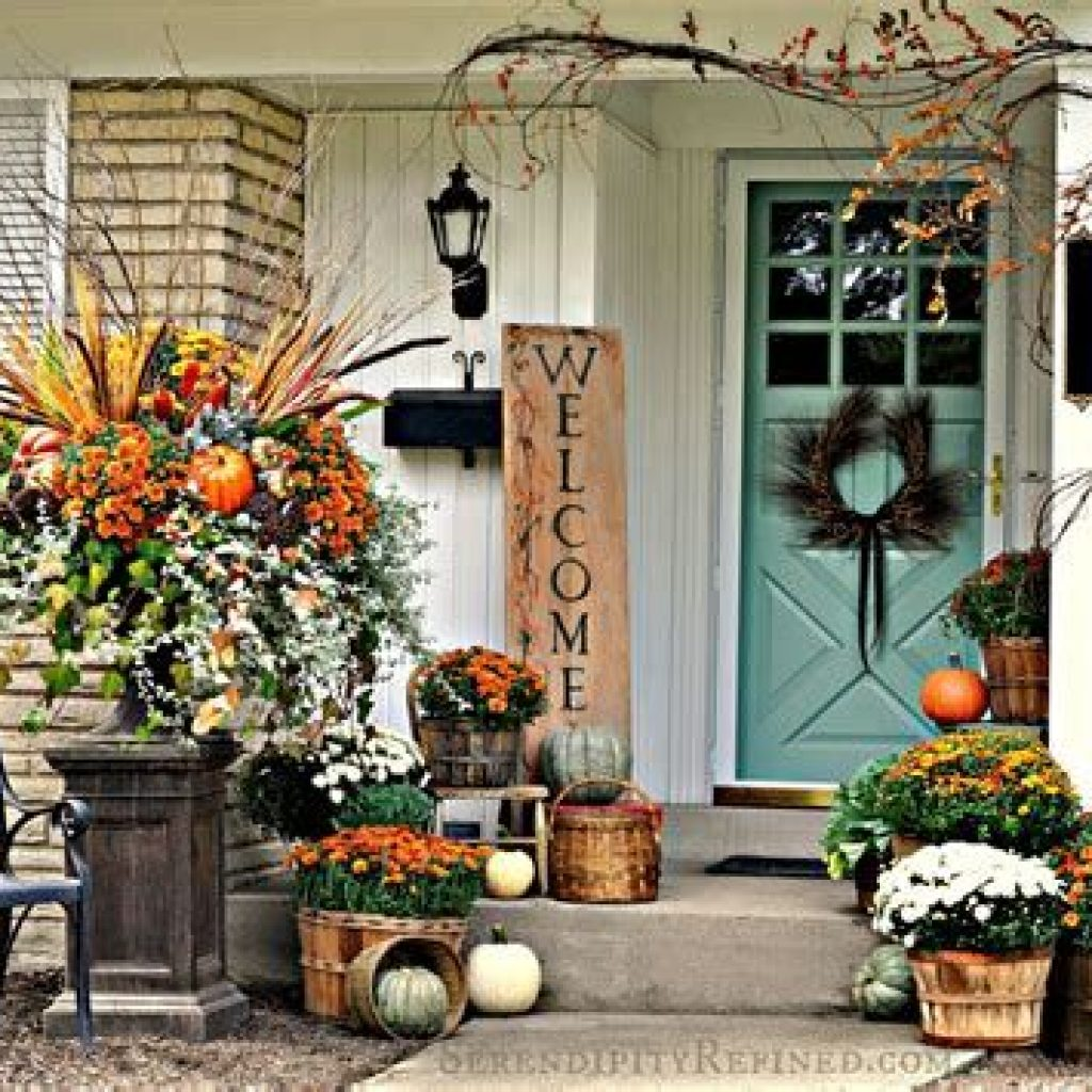 Simple But Beautiful Fall Decoration In The Front Yard 24