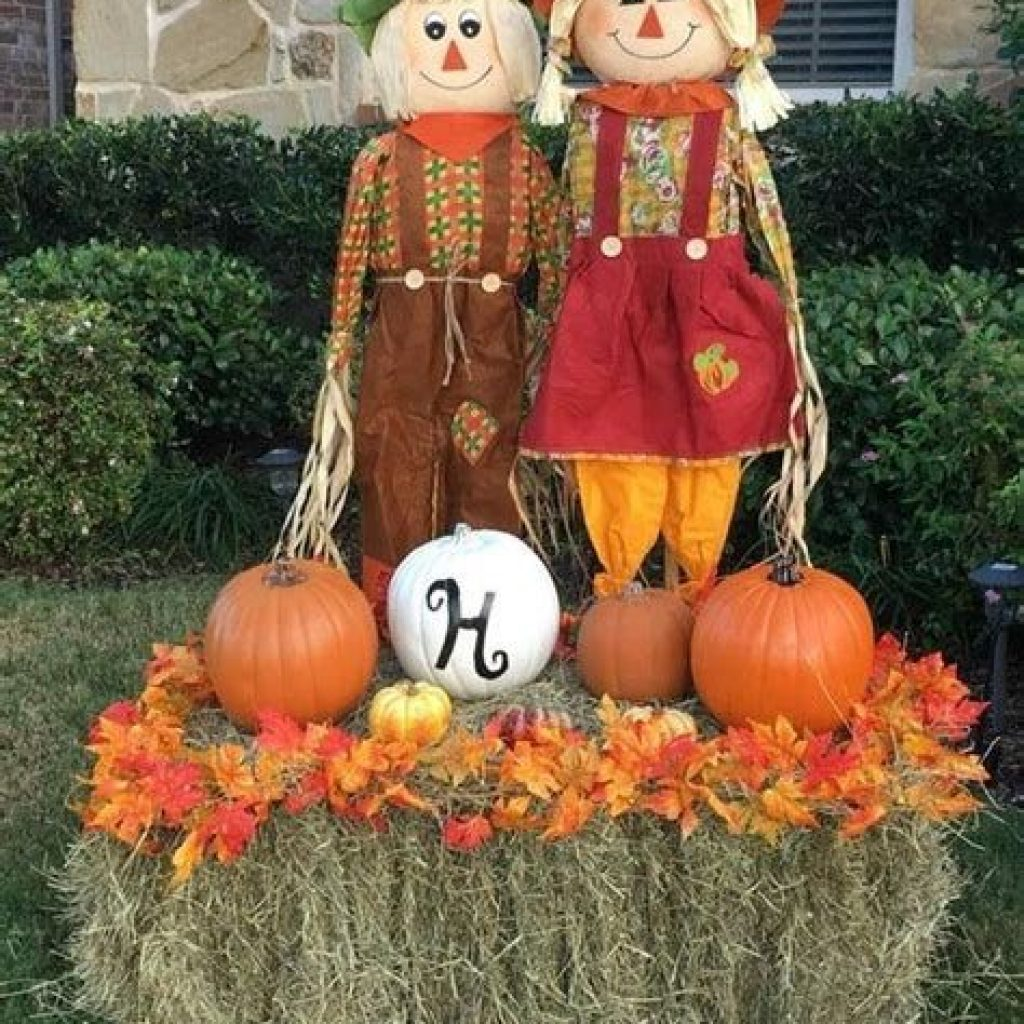 Simple But Beautiful Fall Decoration In The Front Yard 27