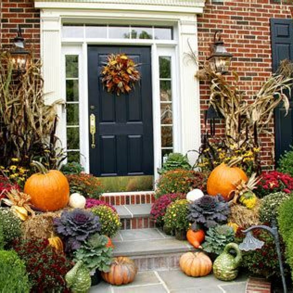 Simple But Beautiful Fall Decoration In The Front Yard 29