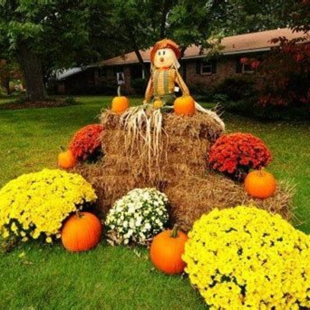 Simple But Beautiful Fall Decoration In The Front Yard 34
