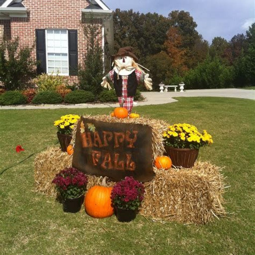 Simple But Beautiful Fall Decoration In The Front Yard 43